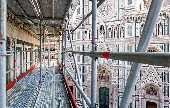 Скеле Allround за по-безопасен достъп във височина и защита на обекта