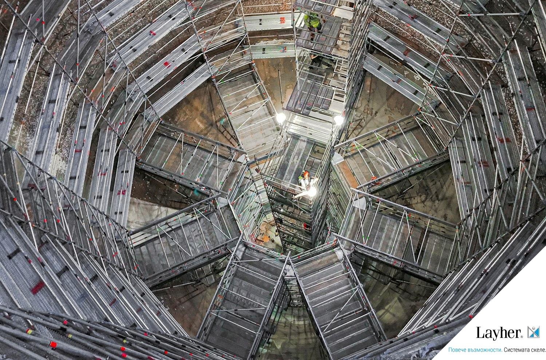 Алуминиеви греди FlexBeam и система скеле Allround – високоефективна работа в индустриална среда
