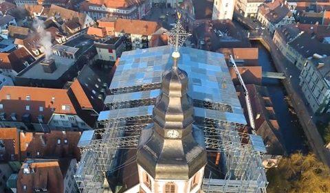 Фасадно скеле Layher SpeedyScaf за ремонт и реставрация на църквата св. мартин в етлинген