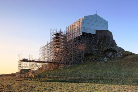 Системите скеле Layher впечатляват по време на реставрация на исторически обект на брега на Северно море