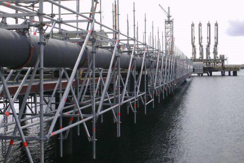 Ключови предимства при поддръжката на пристанищен терминал в Sullon Voe с модулно скеле Layher Allround