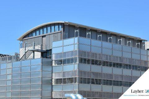 Защитна система скеле от Layher – Впечатляваща визия в сърцето на града