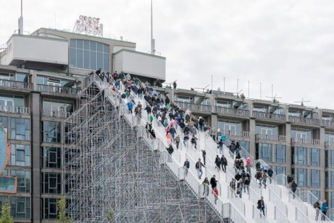 Mодулно скеле Layher Allround за изграждане на стълбище за достъп до покрива на историческа сграда в Нидерландия