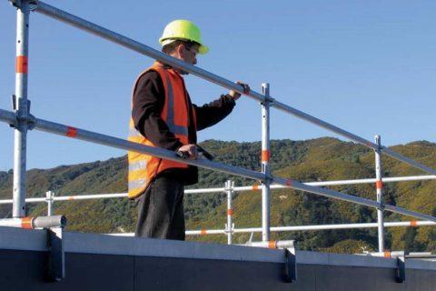 Стяга за парапет – универсално решение за многократна употреба, осигуряващо безопасност на работната площадка