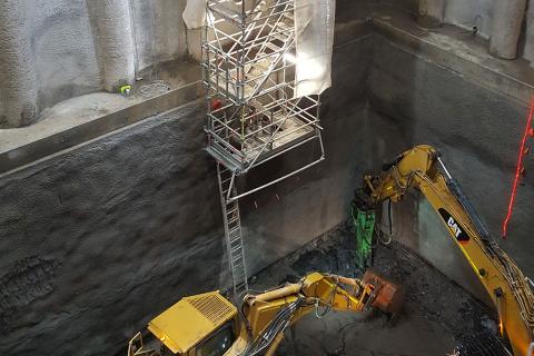 Модулна стълбищна кула от Layher при строежа на магистрален тунел